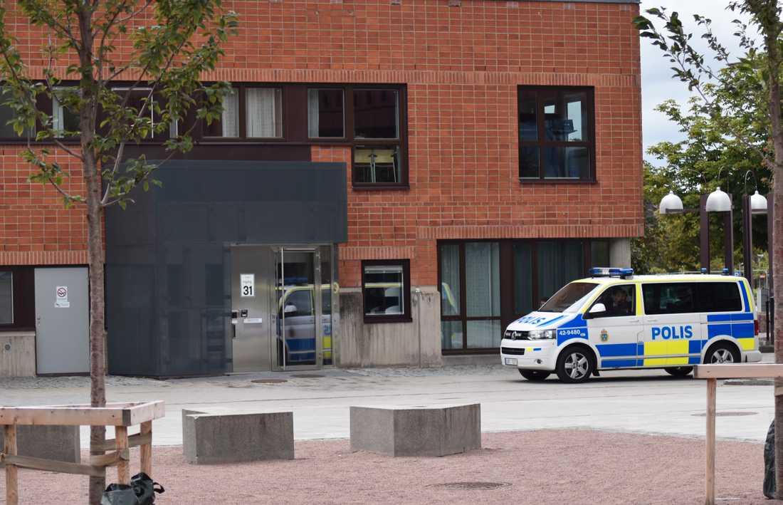 Polis på plats vid Linköpings universitet.