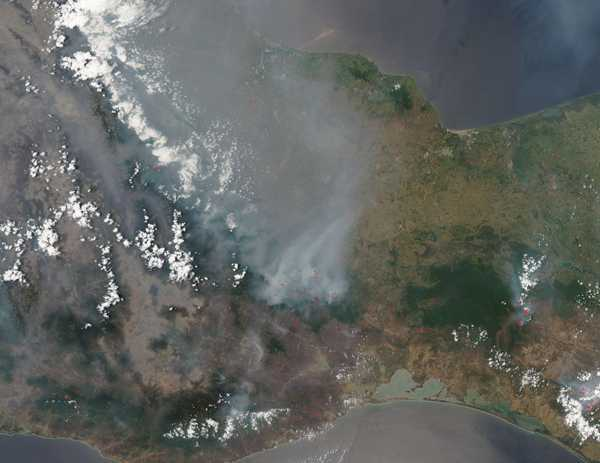 Smogen över Mexico city från ovan.