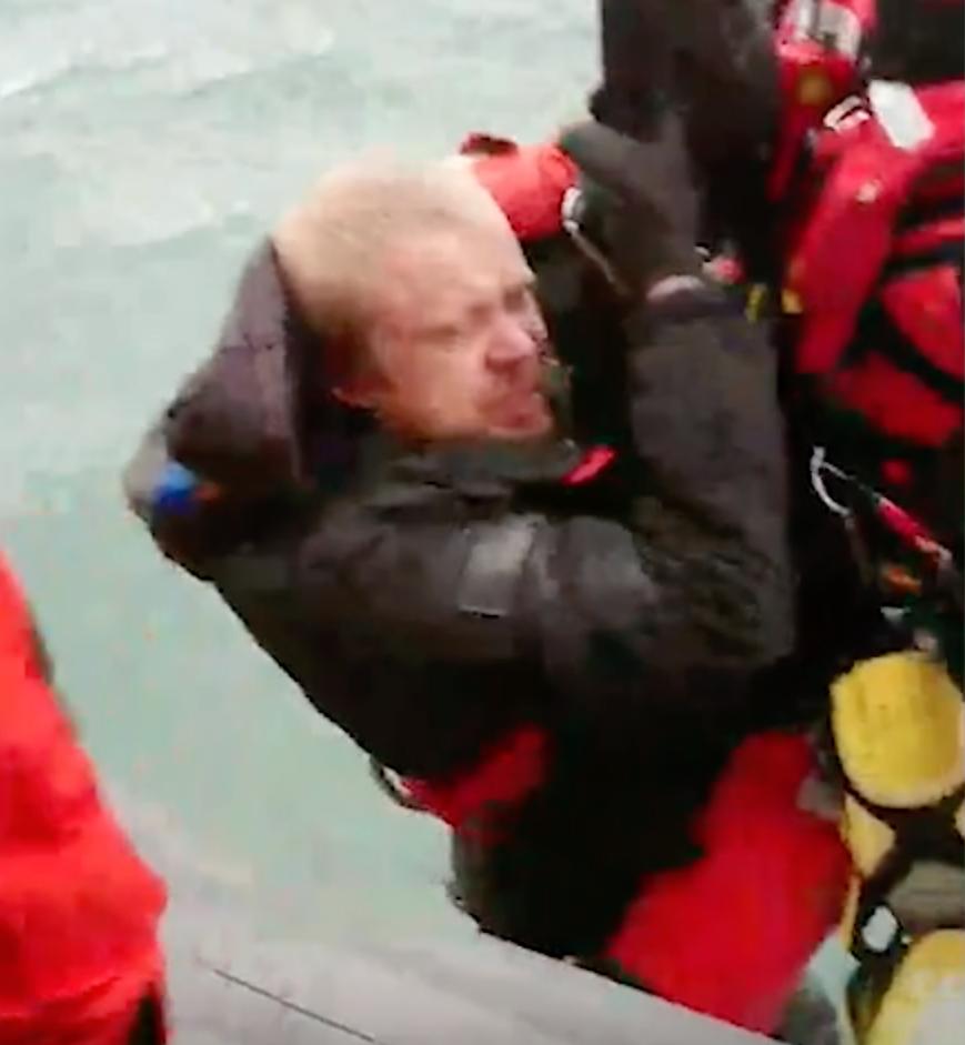 Tre män räddades med helikopter efter att deras båt börjat sjunka.