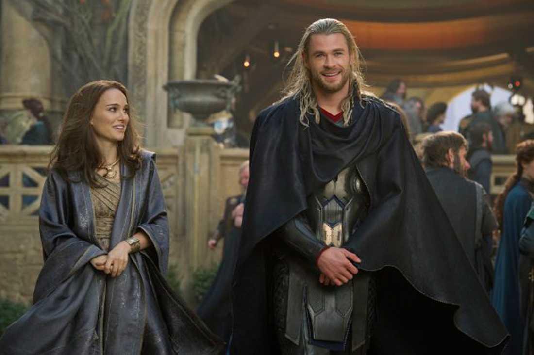 """Natalie Portman och Chris Hemsworth i """"Thor: the dark world""""."""