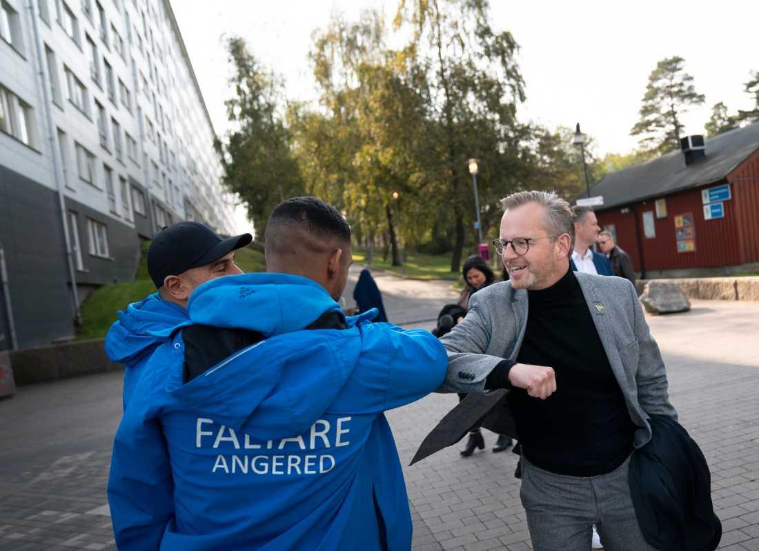 Mikael Damberg var på måndagen på studiebesök i Hjällbo och Hammarkullen, i Angered i nordöstra Göteborg.