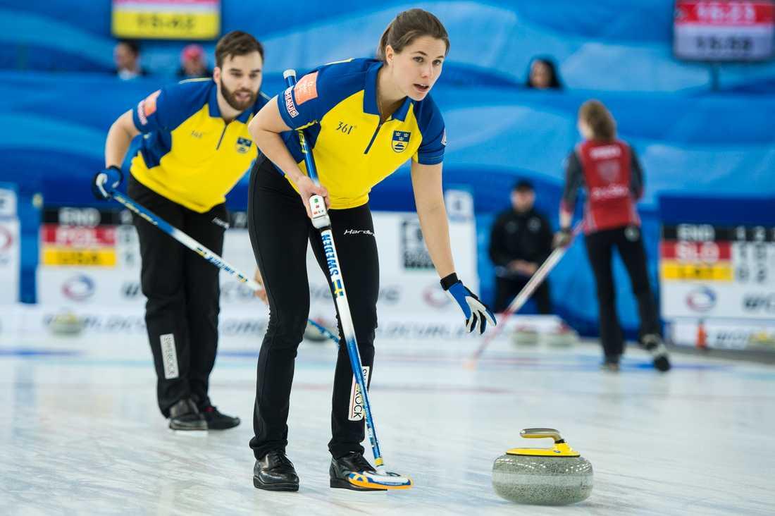 Oskar Eriksson och Anna Hasselborg har inlett bra i Stavanger.