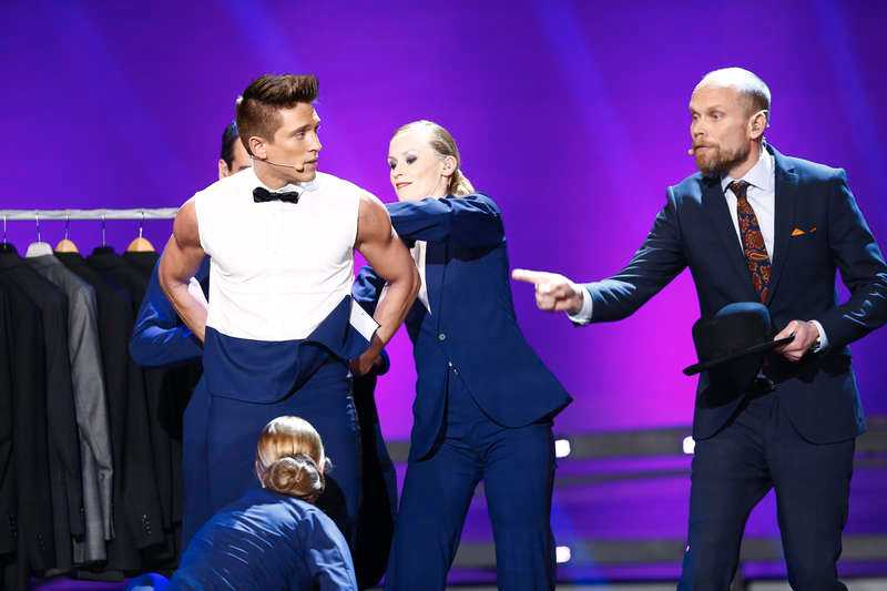 Programledarduon får sällskap av Kristian Luuk – som tycker att Danny ska klä om till kostym.