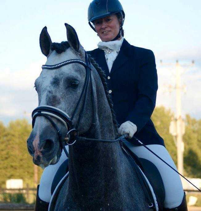 Bea Chrawall är hästuppfödare och dressyrryttare.