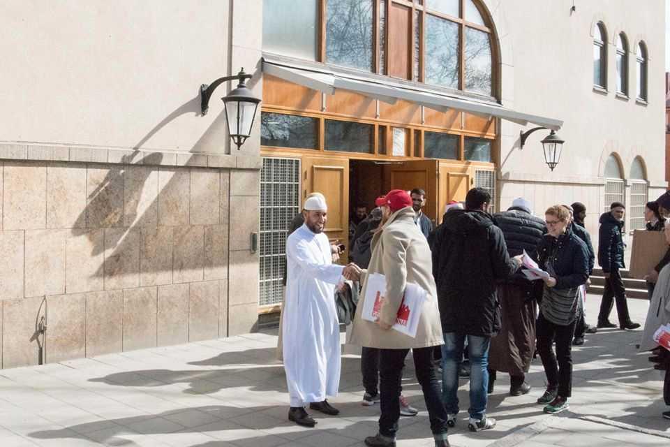 Muslimer och kristna gjorde gemensam sak efter fredagens terrordåd.