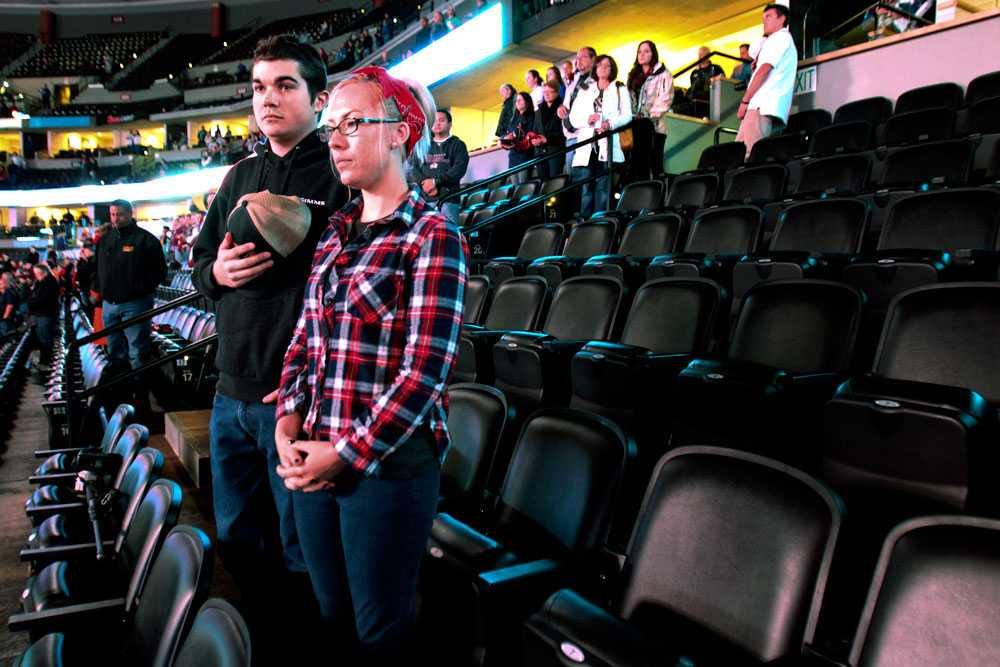 Även publiken på NHL-matchen mellan Columbus Blue Jackets och  Colorado Avalanche höll tyst minut