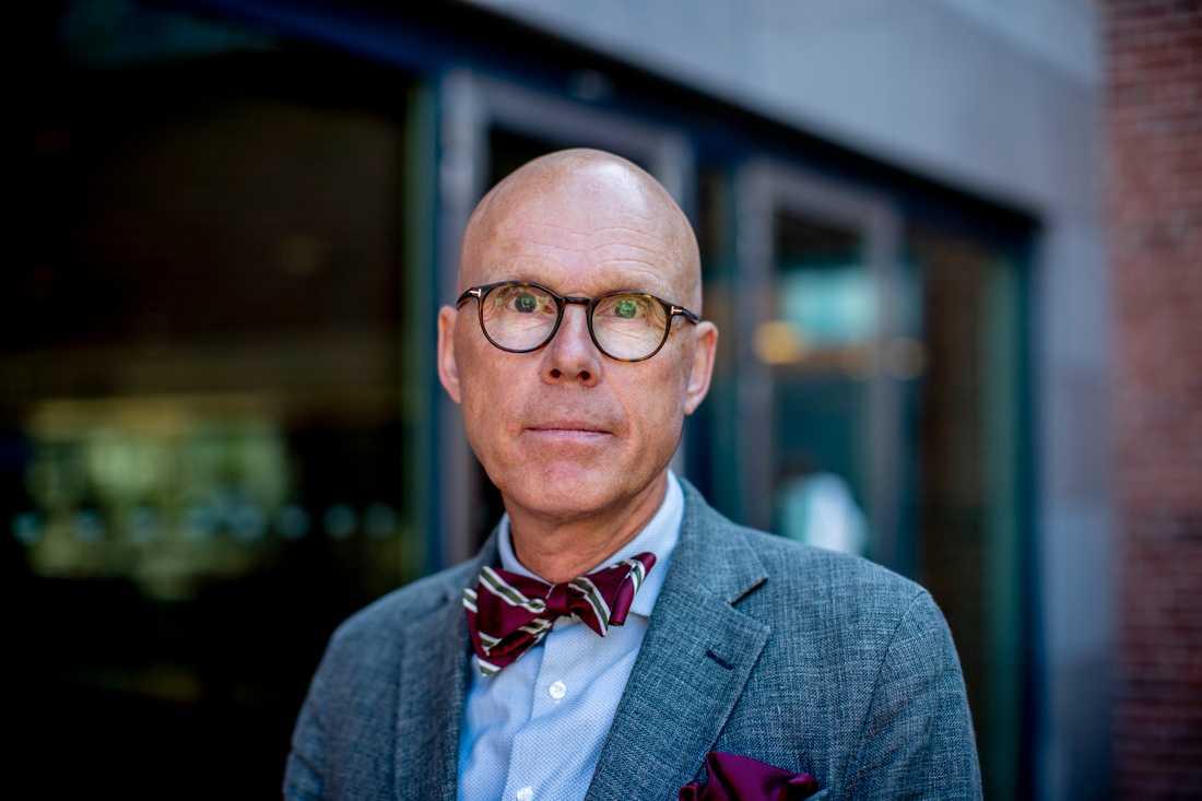 Jonas Hinnfors, professor i statsvetenskap vid Göteborgs universitet, säger att Socialdemokraternas stora tapp i SCB:s mätning var väntad.