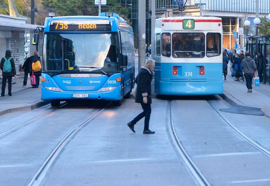 Efter semestern och inför skolstarten befarar många att det blir trångt på kollektivtrafiken. Arkivbild.
