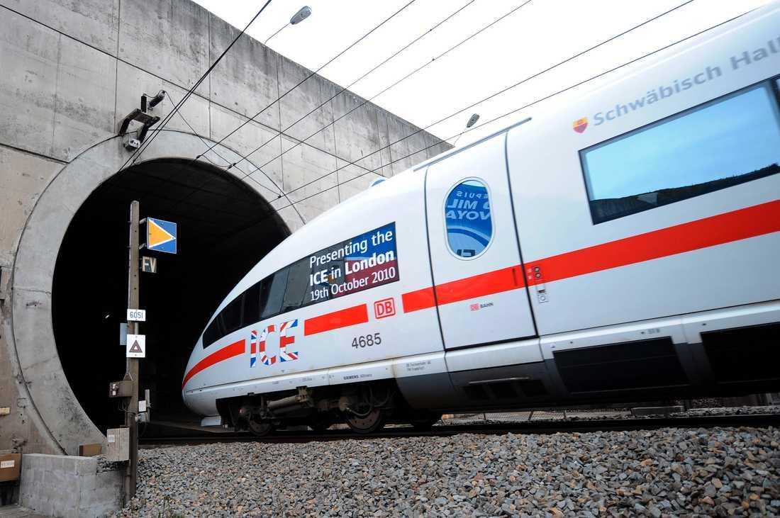 Ett höghastighetståg på väg in i tunneln mellan Frankrike och Storbritannien. Arkivbild.