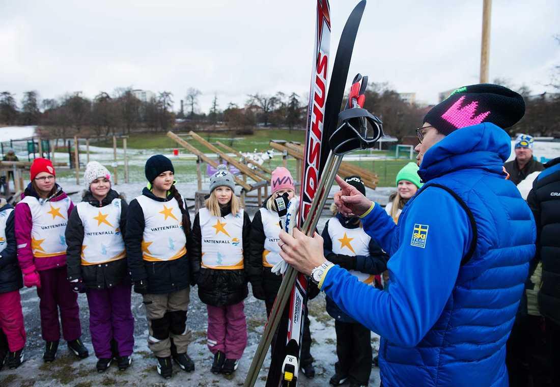 Alla på snö är ett idrottsevenemang där fjärdeklassare får möjlighet att prova på snöaktiviteter.