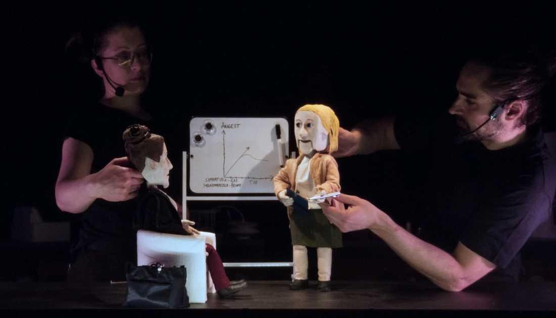 Framgångsrika Malmö dockteaters konstnärlige ledare Erik Holmström har nyligen tilldelats Svenska Teaterkritikers förenings teaterpris för bland annat föreställningen Det nya riket. På bild: Tove Olsson och Jonatan Rodriguez
