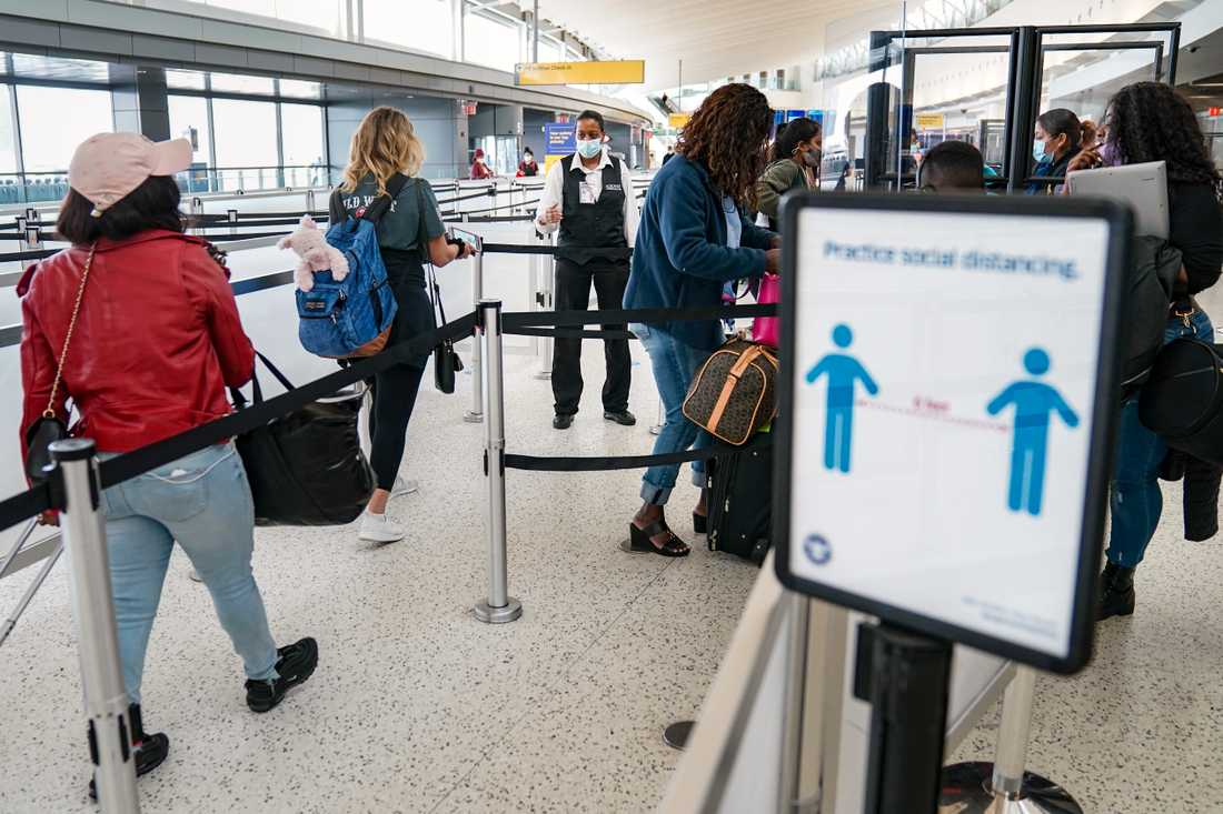 Resenärer på John F Kennedy International Airport. Arkivbild.