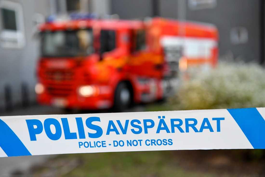 En kvinna fördes med ambulans till sjukhus efter en lägenhetsbrand i Katrineholm. Arkivbild.