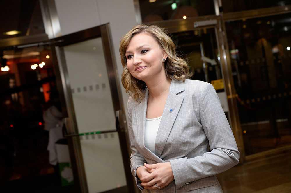 Ebba Busch Thor (KD) anländer till partiledarduellerna.