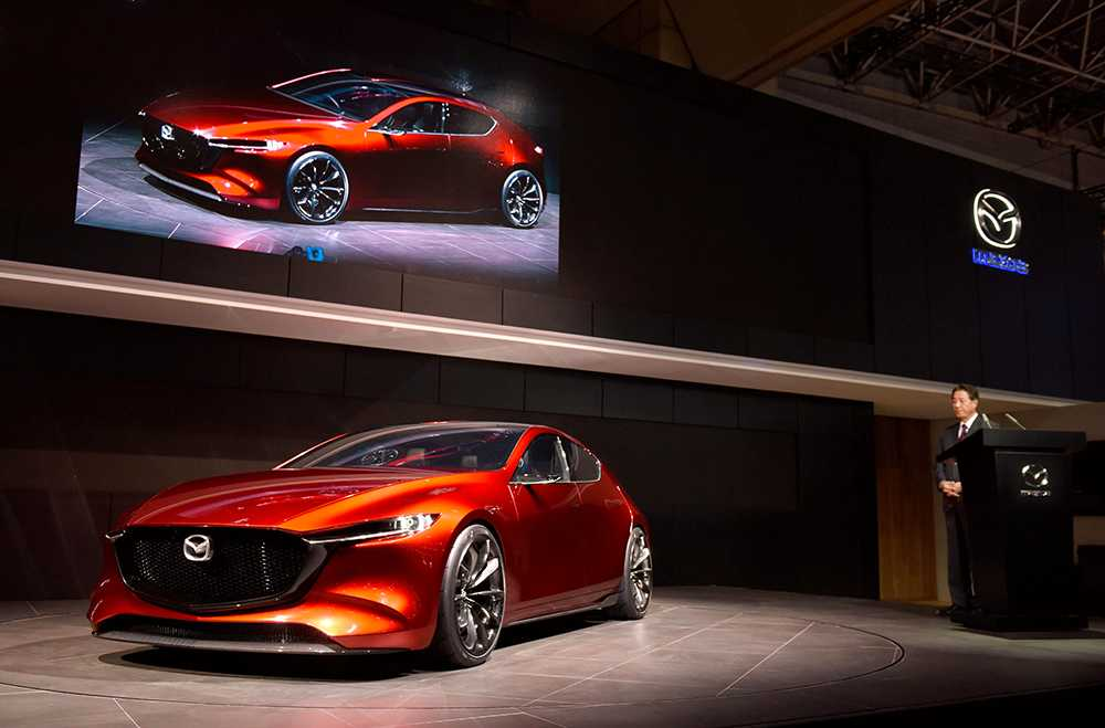 Mazda är rejält på hugget. Visar kompaktmodellen Kai Concept, en försmak av nästa generation Mazda 3. Första bilen på företagets nya plattform med nya motorer – och ny design. Företaget visar också nya CX-8, suv med plats för åtta, samt Mazda MX-5 och MX-5.