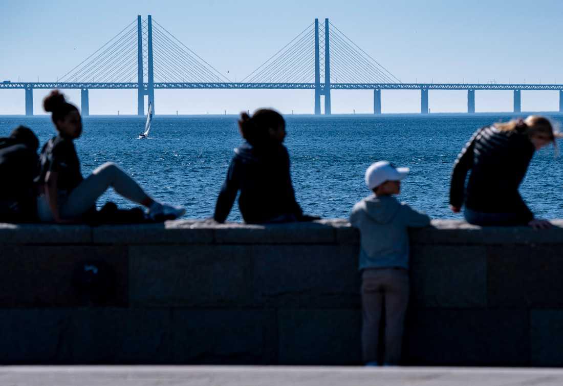 Det är tillåtet att åka över Öresundsbron för att sedan ta sig vidare till ett annat land. Arkivbild.