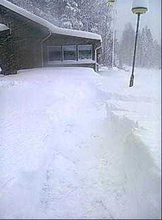 Bild från Sundsvall där snön enligt fotografen gick en bit över knähöjd.