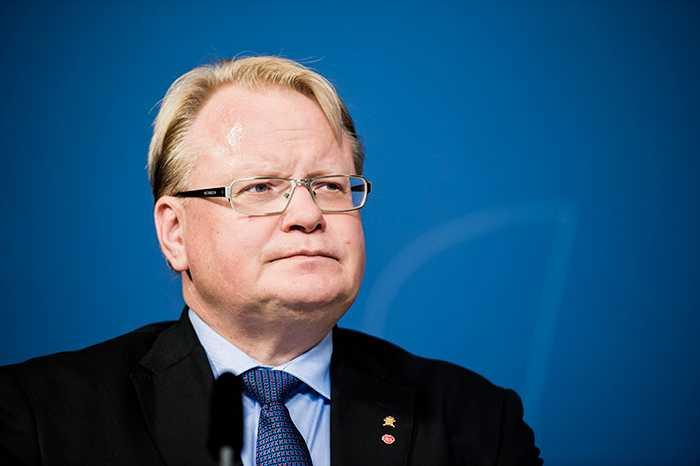 Peter Hultqvist, försvarsminister.