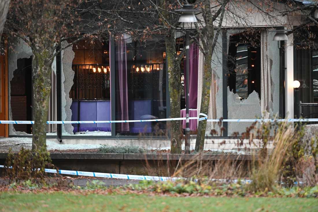 Timmar efter dubbelmordet vid nattklubben i Norrköping sattes en bil i lågor.