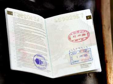SVENSKENS PASS Stämplarna i Ulf Hjertströms pass är från den 2 juni. Då fördes han från Irak till Kuwait - där svenska myndigheter tog över.