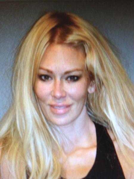 Den legendariska porrstjärnan Jenna Jameson tog bilen berusad och krockade med en lyktstolpe