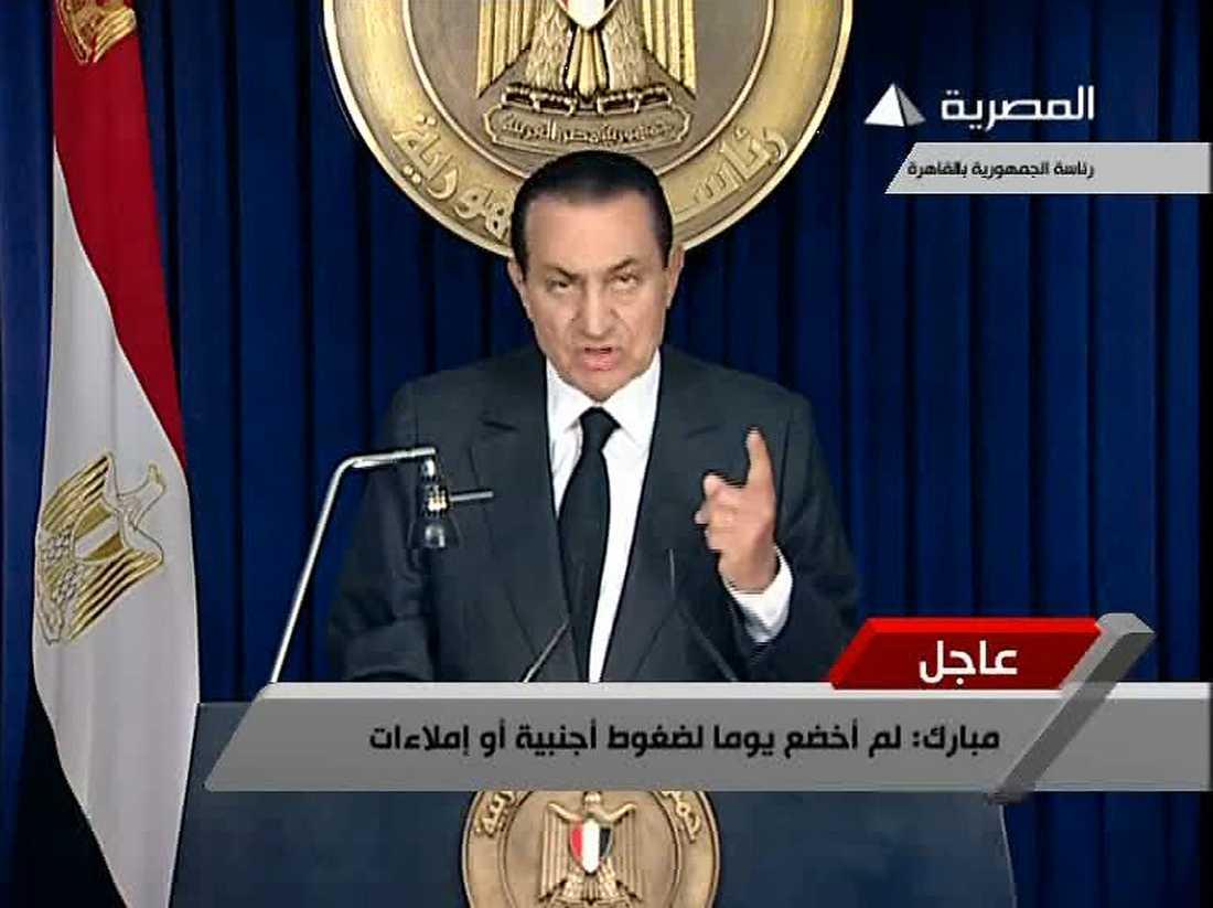 Mubarak avvisar folkets krav och säger på nytt att han ska sitta kvar till valet i september.