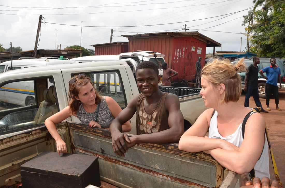 Två gånger per år är tjejerna på plats i Ghana.