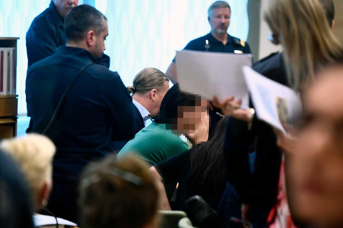Rättegången om sommarstugemorden i Arboga på onsdagen. Den 42-åriga kvinnan och hennes tidigare pojkvän (bilden) är åtalade för mord och mordförsök.