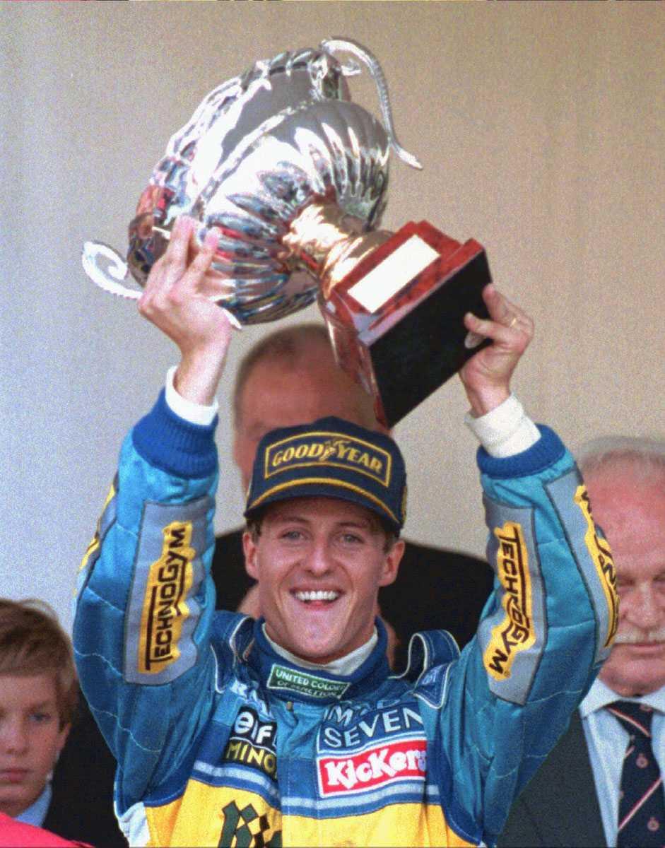 """1995 Här lyfter """"Schumi"""" bucklan efter att ha vunnit Monaco Grand Prix."""