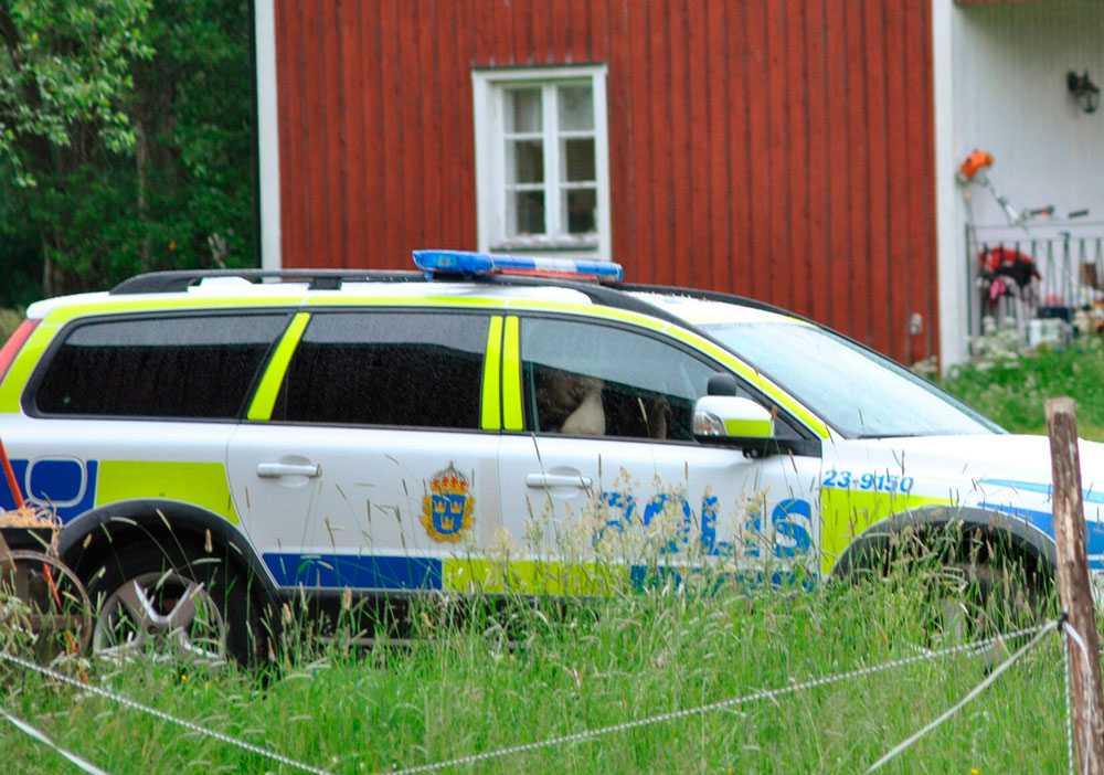 En kvinna hittades död utanför Kumla i går kväll.