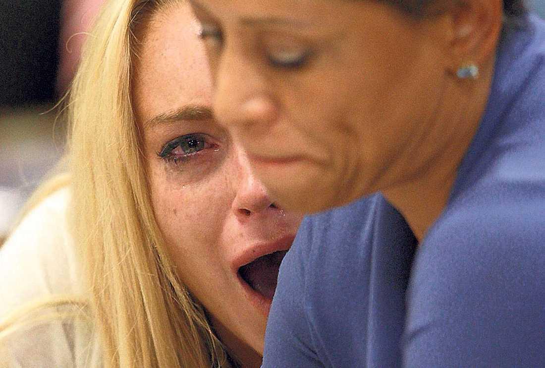 fick tre månader Lindsay Lohan med sin advokat Shawn Chapman Holley. Förutom fängelsedomen stämdes Lohan på 130 000 kronor för obetalda designerkläder.