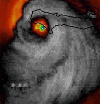 """Satellitbilden på stormen lades ut på Twitter av """"Weather channel""""-meteorologen Stu Ostro på tisdagen.  På bilden, som är tagen av NASA, ser stormens öga ut som ett riktigt öga."""