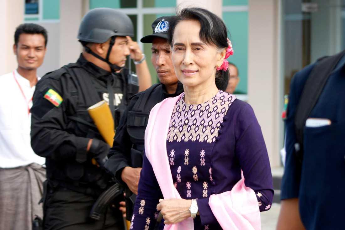 Aung San Suu Kyi i Rakhineregionen i Burma.
