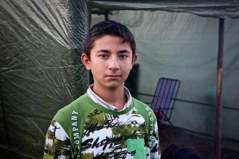 Yanko, 12, och hans föräldrar kommer från en liten by nära Donau för att plocka bär i Mehedeby.