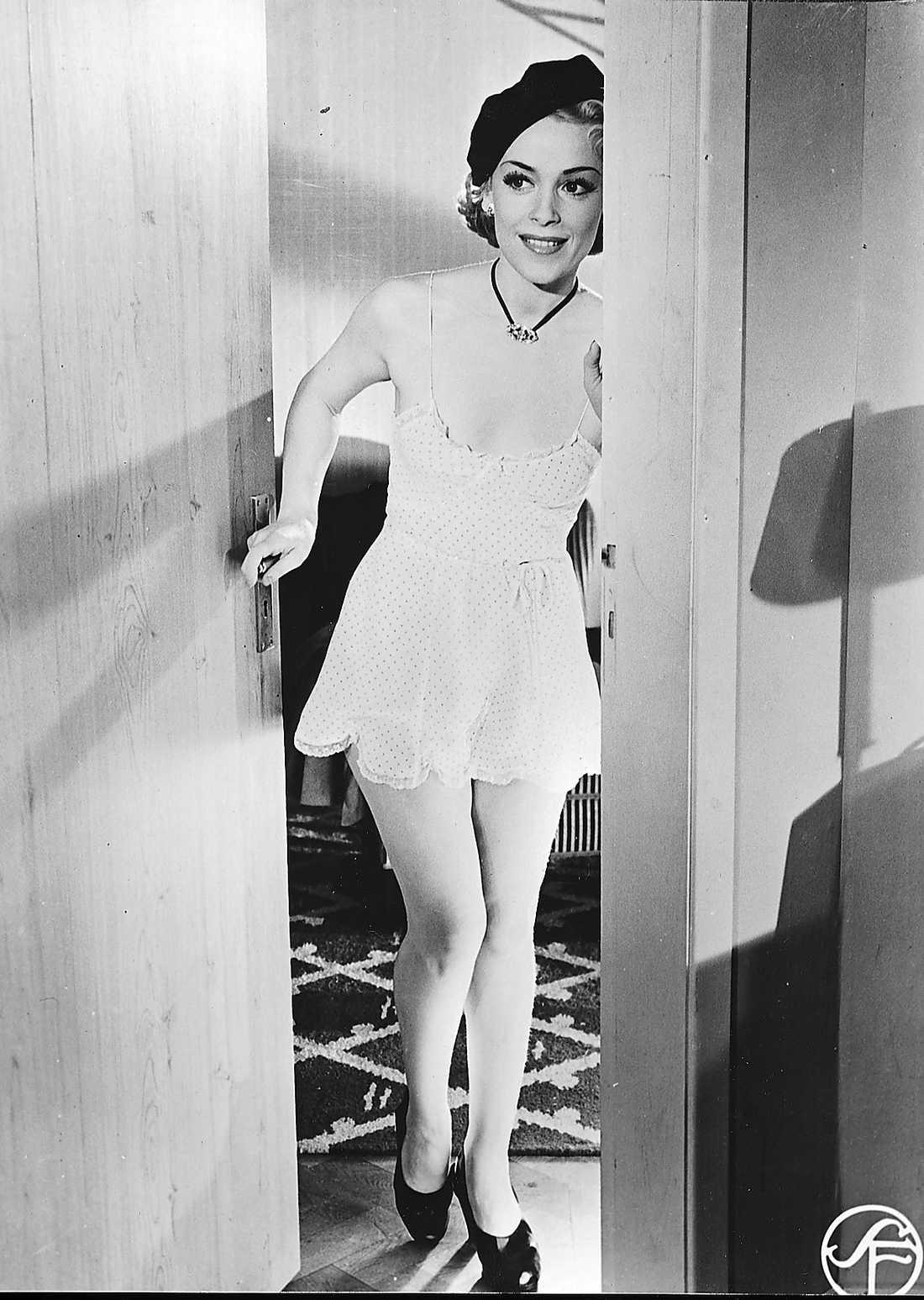 """""""SÄG DET MED BLOMMOR"""" Filmen är från 1952 och spelades in i Råsunda filmstad."""