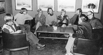 Fr.v. Agneta Pleijel , Gunder Andersson, Gunilla Boethius, litteraturpristagaren Tobias Berggren, Britt Arenander, Jacob Branting, Karl Vennberg och Axel Liffner.
