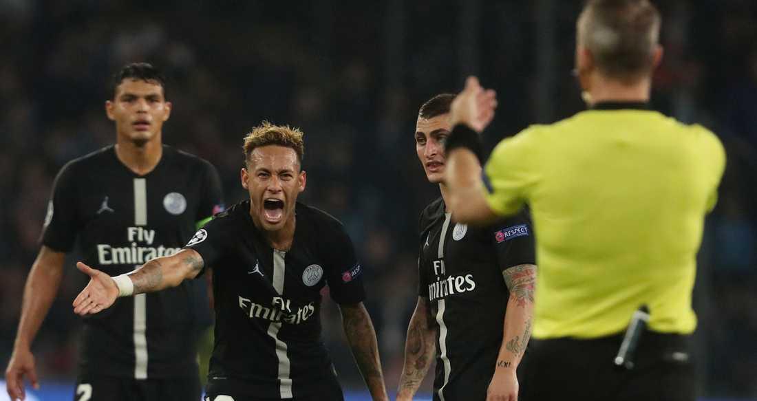 Neymar arg på domaren Björn Kuipers