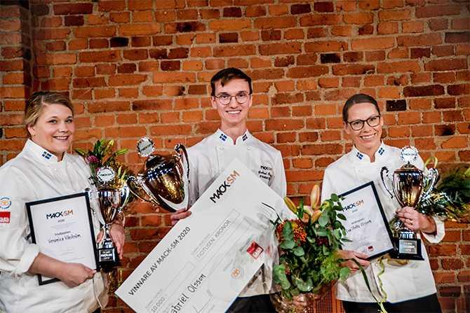 Vinnaren Gabriel Olsson tillsammans med Eva Stoltz Olsson och  Veronica Vikström som kom på andra och tredje plats.