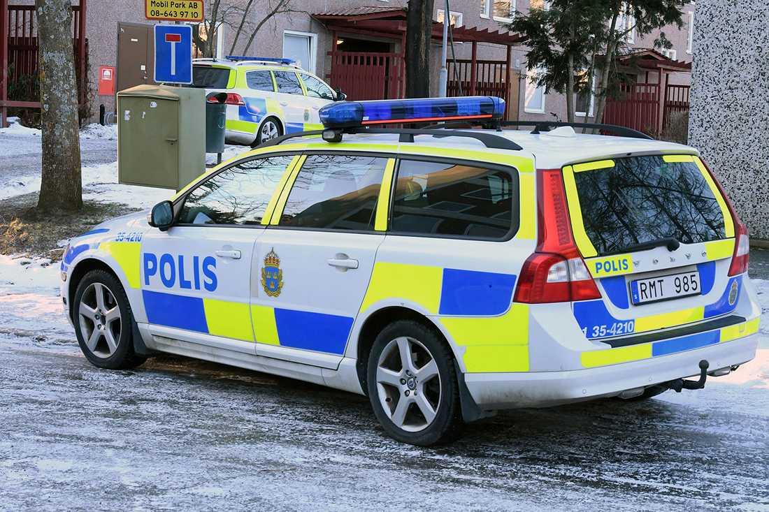 Polisinsats på platsen.