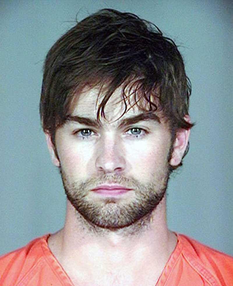 Den 4 juni 2010 greps Chace Crawford. Polisen hittade en marijuanajoint i bilen.