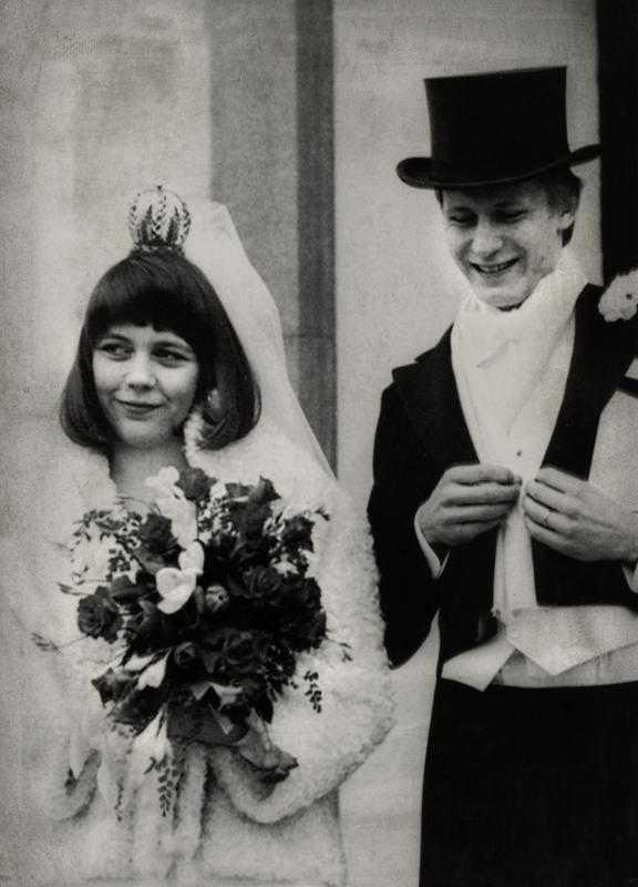 My var 18 år när hon träffade Stellan Skarsgård. De gifte sig på Öland 1975.