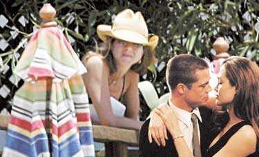 ORKAR INTE LÄNGRE Efter all uppståndelse kring ex-maken Brad Pitt och hans relation till motspelerskan Angelina Jolie tar Jennifer Aniston nu till professionell hjälp för att orka gå vidare. Foto: BULLS och TWENTIETH CENTURY FOX
