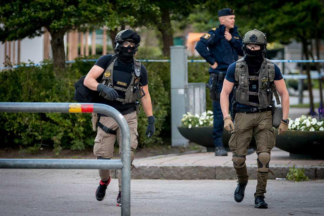 Skjutningen i stadsdelen Holma i söndags fick resebyrån att reagera.