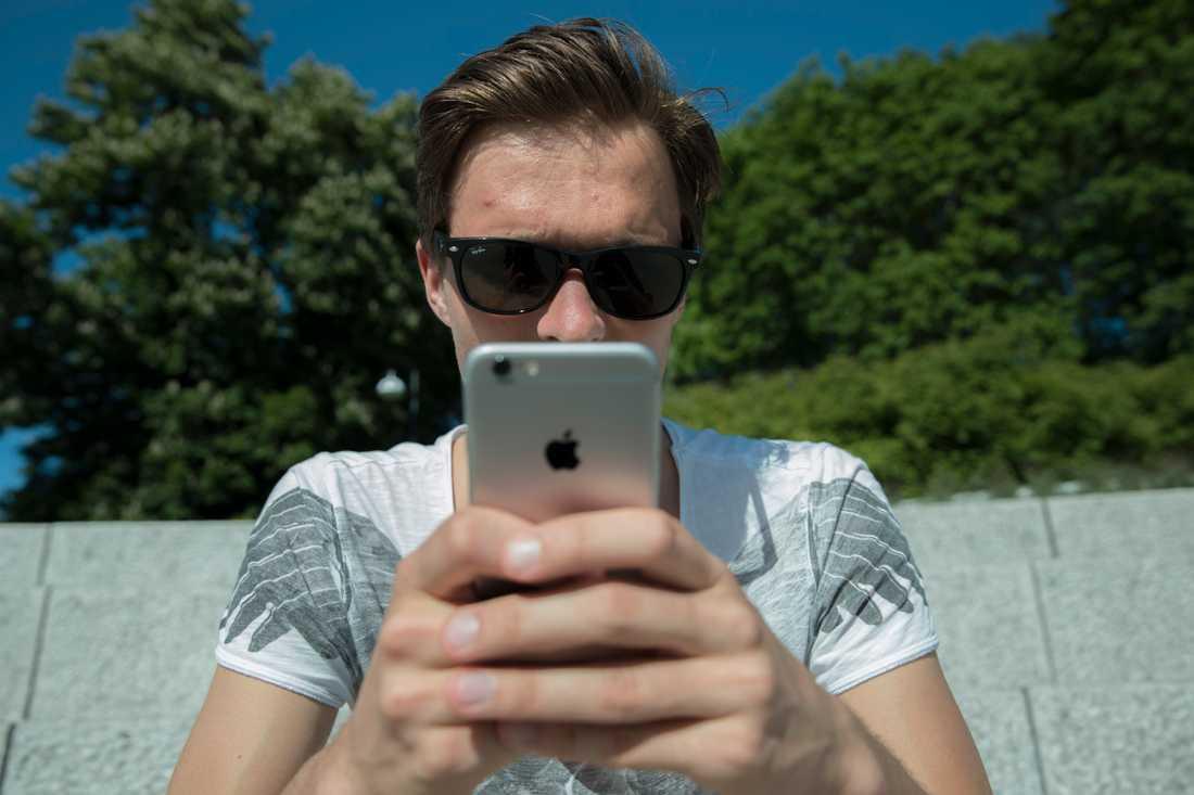 Mobiltelefonen kan skapa ett beroende. Arkivbild.