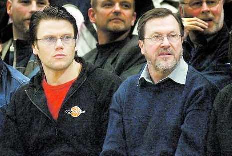 Daniel fick en njure av pappa Olle Här är de fotograferade tillsammans på en basketmatch för några år sedan.