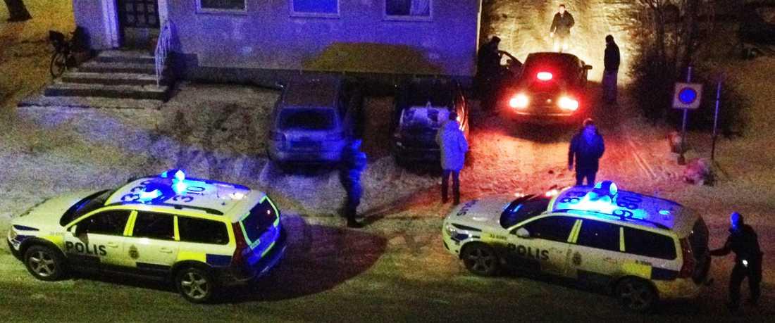 Mannen, en känd kriminell, sköts ihjäl i en bil.