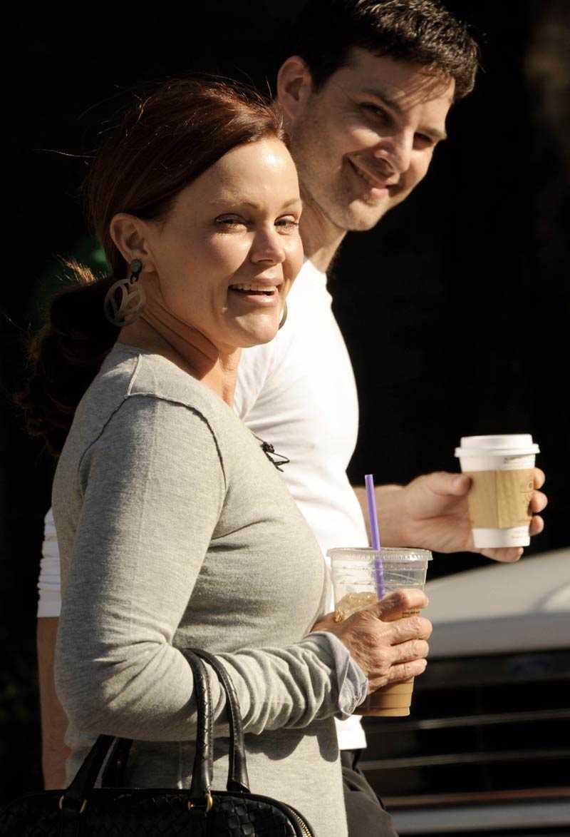 """Dansstjärna Belinda Carlisle på väg till dansstudion med partnern Mark Ballas för att träna inför """"Dancing with the stars""""."""