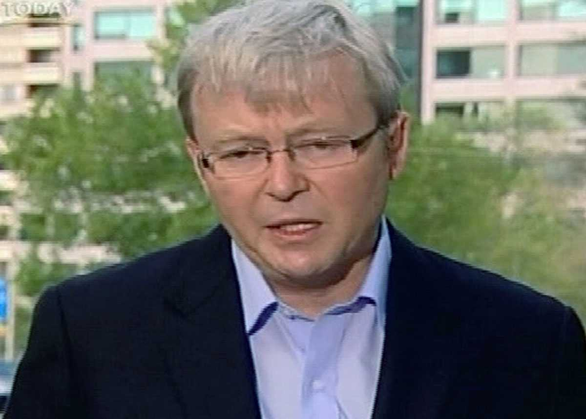 Fördömer mordbrännarna Australiens premiärminister Kevin Rudd rasar mot de anlagda bränderna.