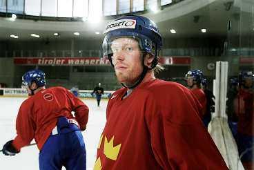 Till NHL Detroit vill ha Johan Franzén i höst. Det blir en dyr affär för hans nuvarande klubb HV 71. Franzén kostar elitserieklubben 1,3 miljoner – utan att ha spelat en enda match.