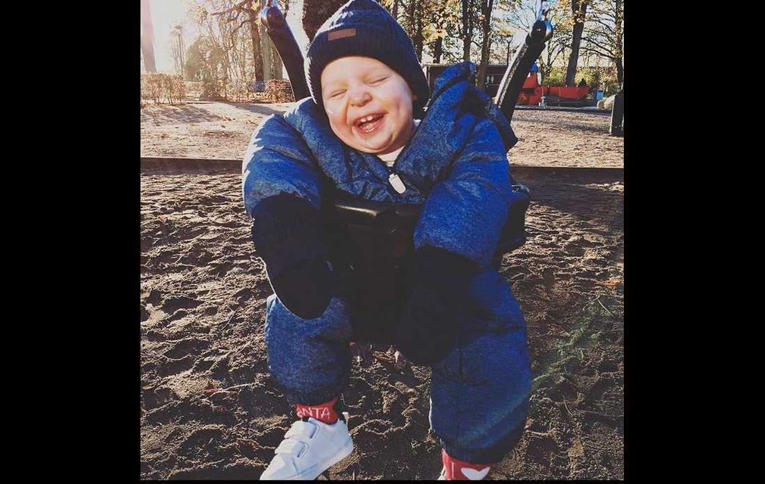 Elliot fick svåra hjärnskador till följd av syrebrist under förlossningen. En barnmorska är åtalad för grovt vållande till kroppsskada.